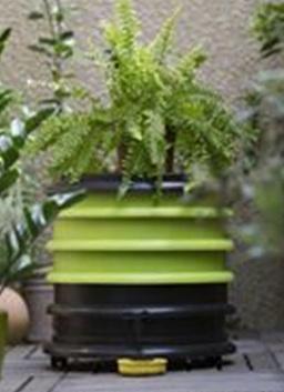 groene wormenbak/wormenhotelmet plantendeksel